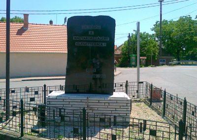 Sóly hősi emlékmű 2011.05.26. küldő-Csiszár Lehel (1)