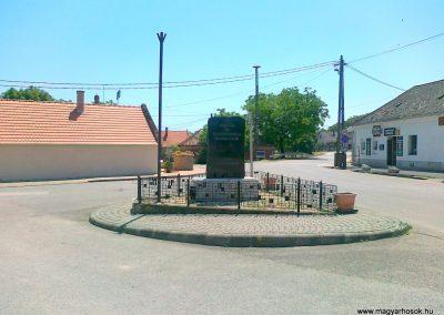 Sóly hősi emlékmű 2011.05.26. küldő-Csiszár Lehel
