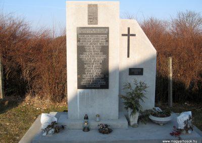 Sóshartyán II.vh emlékmű 2011.03.12. küldő-kalyhas (1)