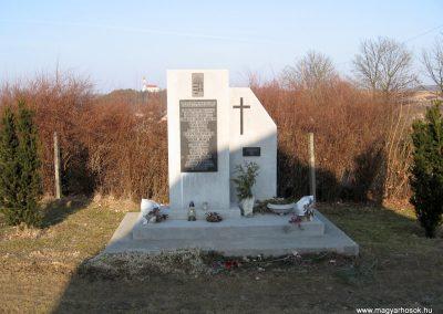Sóshartyán II.vh emlékmű 2011.03.12. küldő-kalyhas
