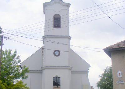 Súr, I. vh. emléktábla a templom falán.
