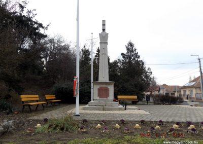 Sülysáp világháborús emlékmű 2015.01.17. küldő-kalyhas (7)