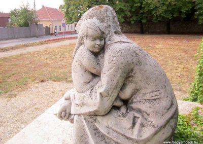 Sümeg II.világháborús emlékmű 2013.08.22. küldő-kalyhas (2)