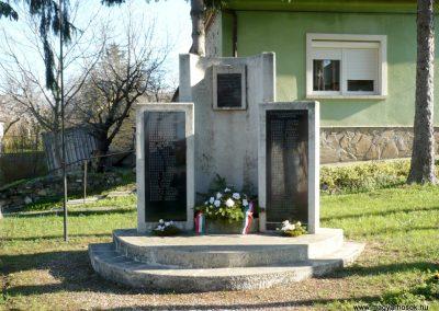 Sümegcsehi világháborús emlékmű 2013.04.14. küldő-Sümec (2)