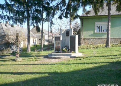 Sümegcsehi világháborús emlékmű 2013.04.14. küldő-Sümec