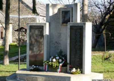 Sümegcsehi világháborús emlékmű 2013.04.14. küldő-Sümec (6)