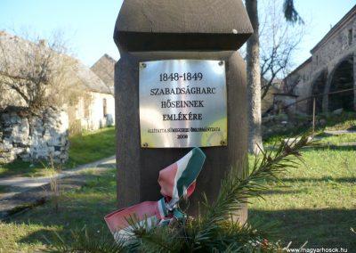 Sümegcsehi világháborús emlékmű 2013.04.14. küldő-Sümec (8)
