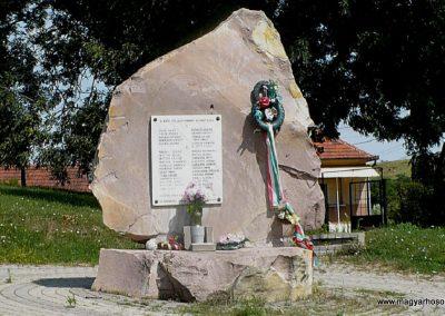Sajóbábony világháborús emlékmű 2009.07.27.küldő-Gombóc Arthur (1)