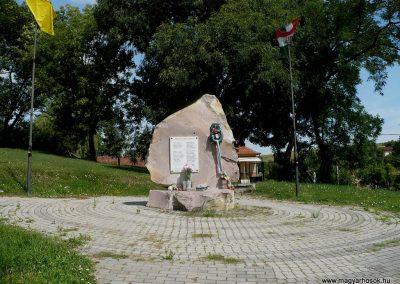 Sajóbábony világháborús emlékmű 2009.07.27.küldő-Gombóc Arthur