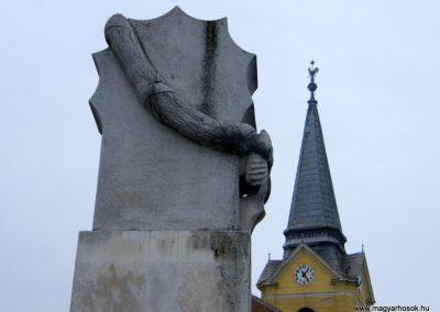 Sajóecseg világháborús emlékmű 2011.02.20. küldő-Röghegyiné Spisák Anita (1)