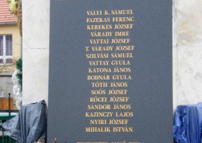 Sajóecseg világháborús emlékmű 2011.02.20. küldő-Röghegyiné Spisák Anita (2)