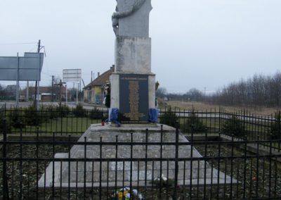Sajóecseg világháborús emlékmű 2011.02.20. küldő-Röghegyiné Spisák Anita (3)