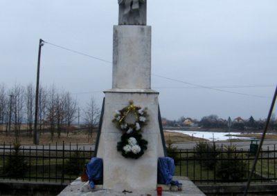 Sajóecseg világháborús emlékmű 2011.02.20. küldő-Röghegyiné Spisák Anita
