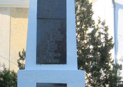 Sajóhidvég világháborús emlékmű 2007.09.24. küldő-Kályhás (2)