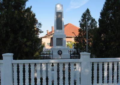 Sajóhidvég világháborús emlékmű 2007.09.24. küldő-Kályhás (4)
