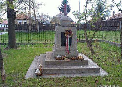 Sajókápolna világháborús emlékmű 2012.04.19. küldő-Pataki Tamás (2)