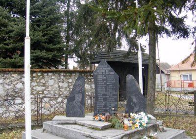 Sajókeresztúr II.vh emlékmű 2011.02.20. küldő-Röghegyiné Spisák Anita (4)