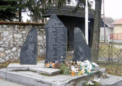 Sajókeresztúr II.vh emlékmű 2011.02.20. küldő-Röghegyiné Spisák Anita