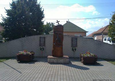 Sajópálfala világháborús emlékmű 2011.09.02. küldő-Pataki Tamás