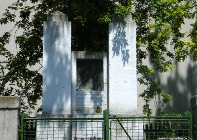 Sajópüspöki világháborús emlékmű 2011.06.12. küldő-Röghegyiné Spisák Anita