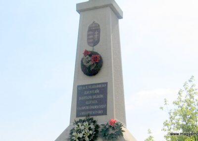 Sajópetri világháborús emlékmű 2008.04.21. küldő-kalyhas (1)