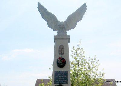 Sajópetri világháborús emlékmű 2008.04.21. küldő-kalyhas