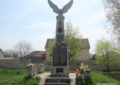 Sajópetri világháborús emlékmű 2008.04.21.külő-Kályhás (1)