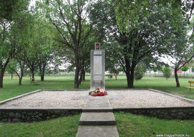 Sajószöged II.vh emlékmű 2007.06.01. küldő-kalyhas