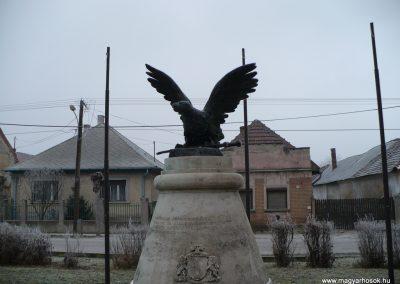 Sajószentpéter Hősi emlékmű 2008.12.31.küldő-Gombóc Arthur