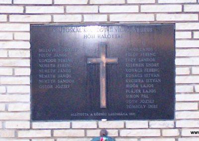 Sajtoskál világháborús emlékmű 2008.02.19. küldő-Horváth Zsolt (3)