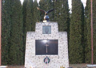 Sajtoskál világháborús emlékmű 2008.02.19.küldő-Horváth Zsolt