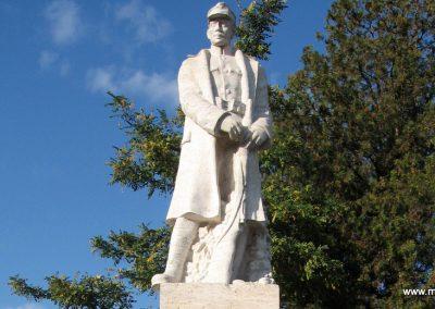 Salgótarján-Zagyvapálfalva világháborús emlékmű 2008.10.17. küldő-Kályhás (2)