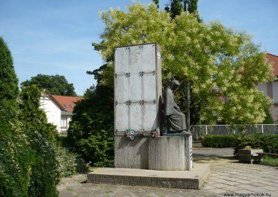 Sarkad II.vh emlékmű 2009.07.27.küldő-Sümec (3)