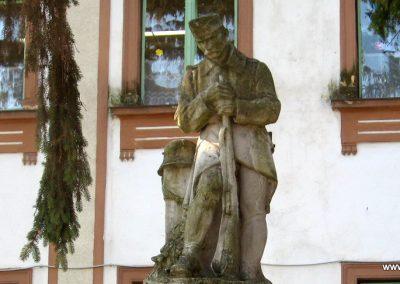 Sarud Hősi emlékmű 2008.02.25. küldő-kalyhas (2)