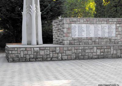 Sellye világháborús emlékmű 2012.08.01. küldő-KRySZ (3)