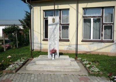 Semjénháza világháborús emlékmű 2010.07.14. küldő-Sümec