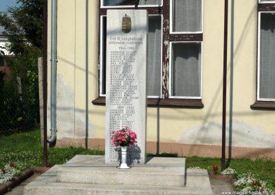 Semjénháza világháborús emlékmű 2010.07.14. küldő-Sümec (6)