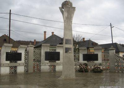 Serényfalva világháborús emlékmű 2008.03.02.küldő-Kályhás (1)