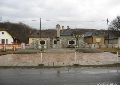 Serényfalva világháborús emlékmű 2008.03.02.küldő-Kályhás