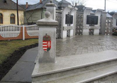 Serényfalva világháborús emlékmű 2008.03.02.küldő-Kályhás (6)