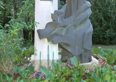Seregélyes II.vh emlékmű 2009.08.04. küldő-Mimóza (1)