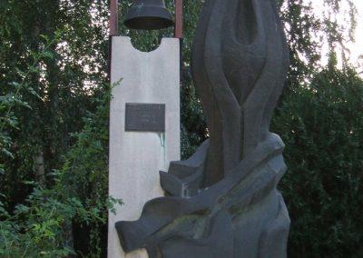 Seregélyes II.vh emlékmű 2009.08.04.küldő-Mimóza