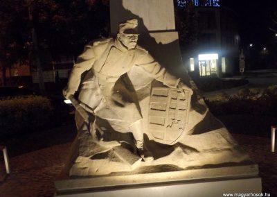 Siófok I. világháborús emlékmű éjszakai fényben 2014.10.26. küldő-kalyhas (1)