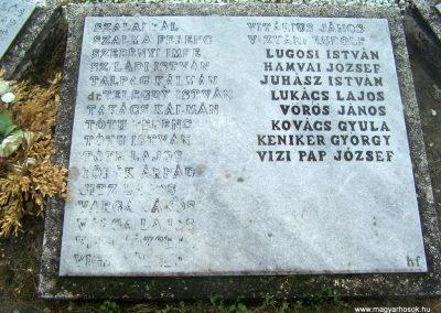 Simontornya II.vh emlékmű 2010.05.03. küldő- Horváth Zsolt (3)