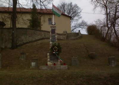 Sirok templomkert hősi emlékművek 2006.11. 05. küldő-kályhás (1)