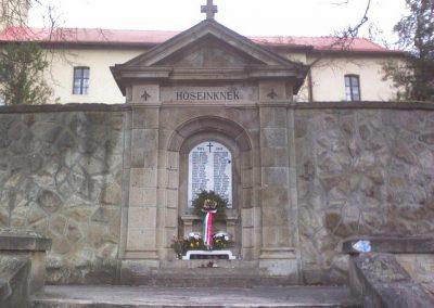 Sirok templomkert hősi emlékművek 2006.11. 05. küldő-kályhás (2)