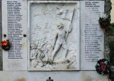 Soltszentimre világháborús emlékmű 2007.10.26. küldő-Markó Péter (1)