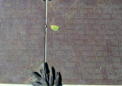 Soltvadkert II. világháborús emlékmű 2015.06.13. küldő-Emese (12)