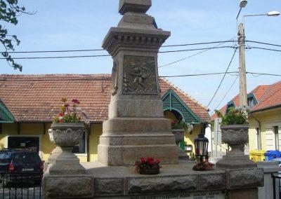 Solymár világháborús emlékmű 2008.04.21.küldő-Huszár Peti (5)