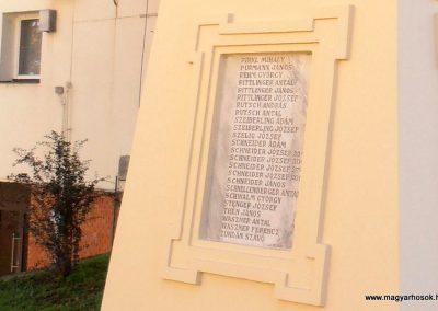 Somberek világháborús emlékmű 2012.10.22. küldő-Bagoly András (12)